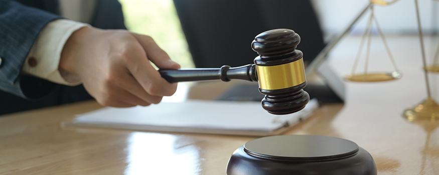 judge striking gavel at hearing